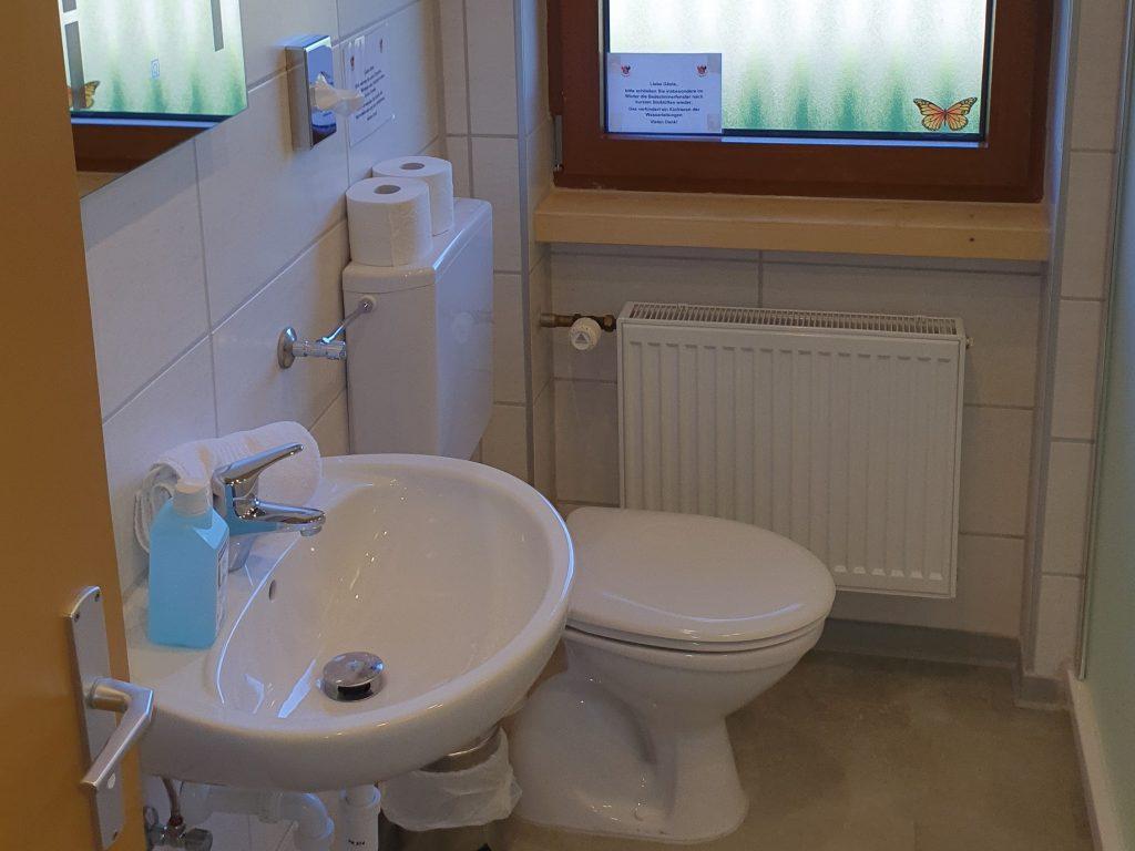 Badezimmer mit Doppeldusche 3