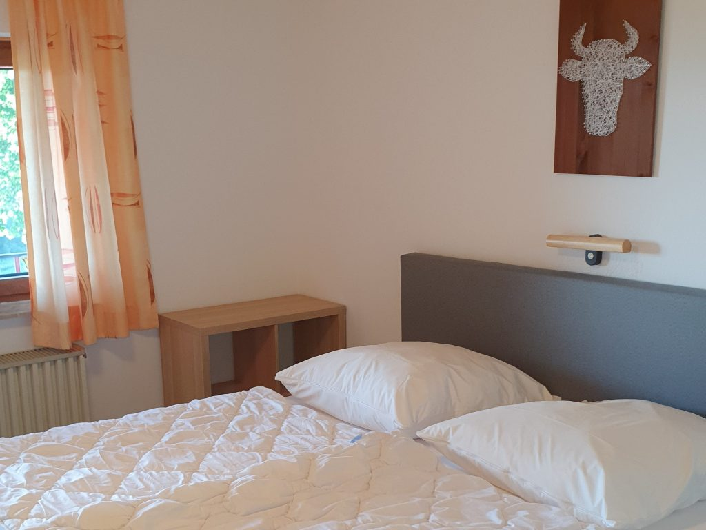 Zimmer 2 3-Bett-Zimmer Kuhstall 1